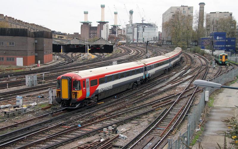 442408 London Victoria 28/11/15
